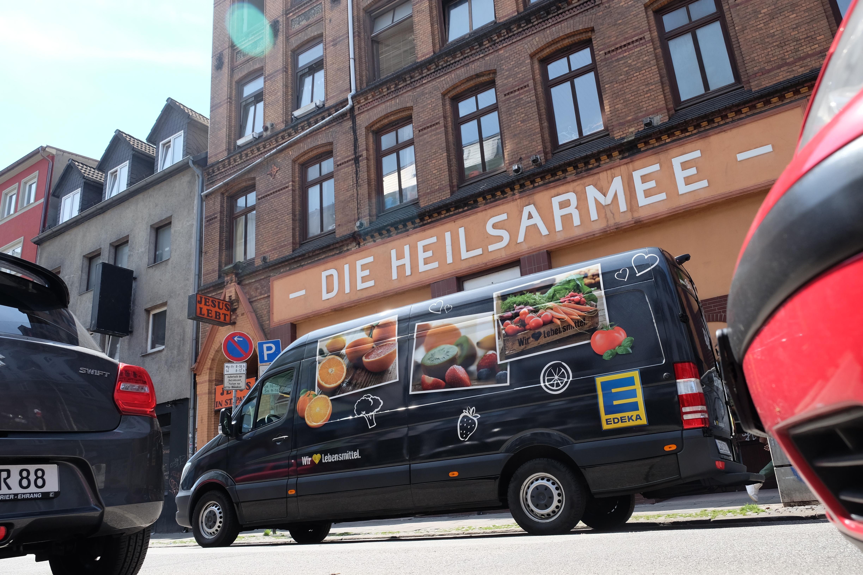 Gott hat die Gebete der Heilsarmee in Hamburg erhört und aus der unschönen G20-Situation für die Bedürftigen etwas Positives erwachsen lassen. / Dieu a entendu les prières de l'Armée du Salut à Hambourg et a fait naître du positif lors du G20.