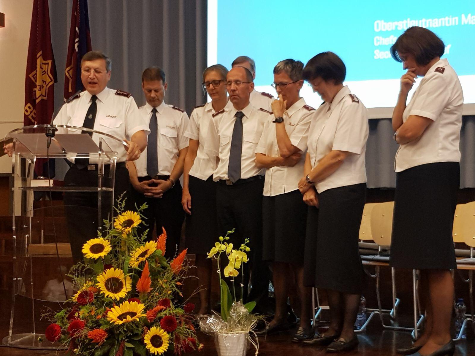 Gottesdienst und Apero des Willkomms und Abschieds im Hauptquartier Bern. / Apéro et culte de bienvenue et au revoir au Quartier Général de Berne.