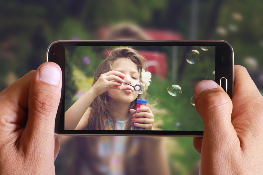 Pour filmer, tenez votre smartphone à l'horizontal.