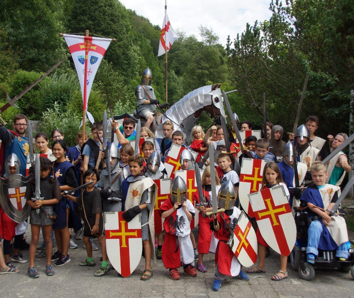 Im Sommerlager 2017 der Region Bern-Biel-Solothurn konnten die Sirs und Ladys eine Woche mit Spiel, Spass, Gesang und biblischer Botschaft erleben.