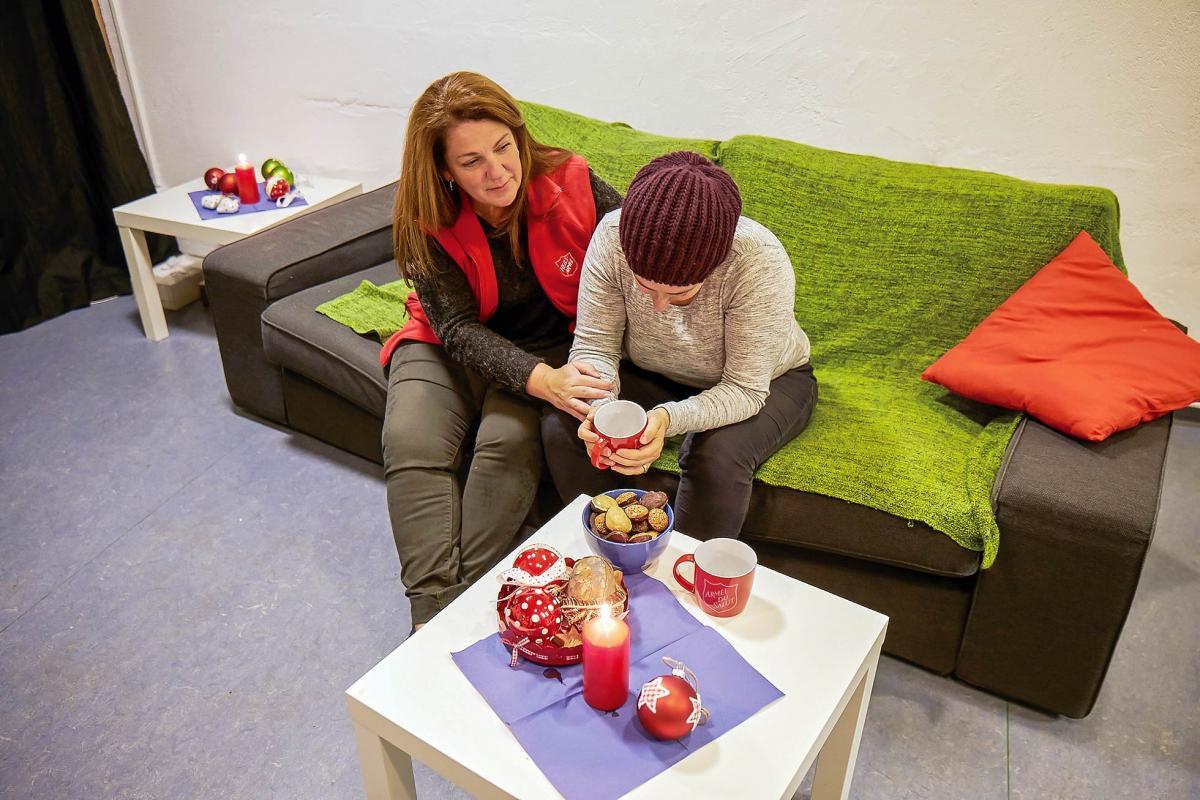 Als die vierfache Mutter nach der Inhaftierung ihres Mannes auf sich gestellt ist, findet sie Unterstützung von Renate Grossenbacher vom Projekt Angehört.