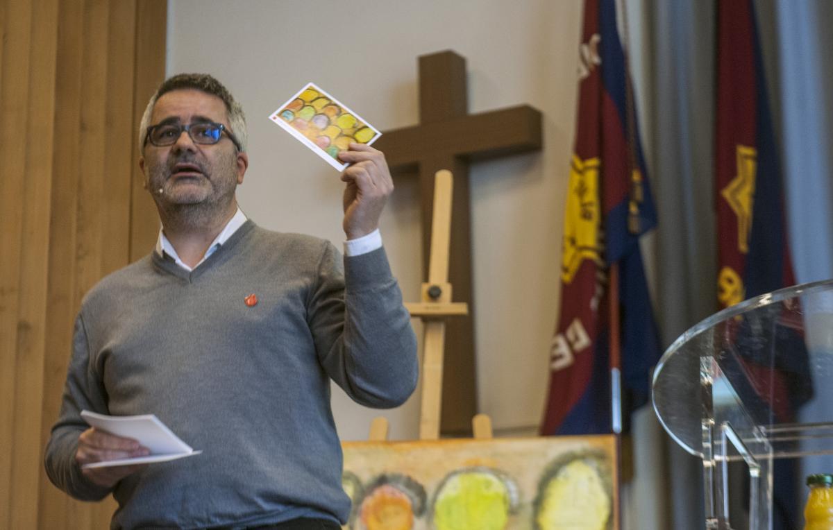 Moderator Michel Sterckx am Inklusionstag 2018 des Sozialwerks in Bern.