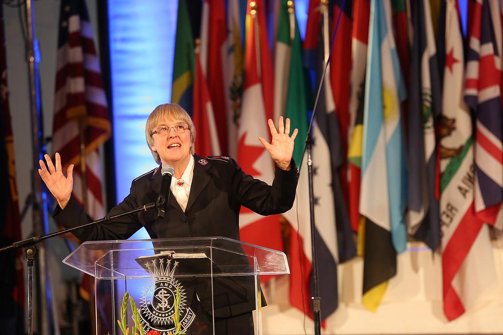 Kommissärin Sivia Cox spricht vor den Delegierten der Internationalen Leiterkonferenz in Los Angeles, USA.