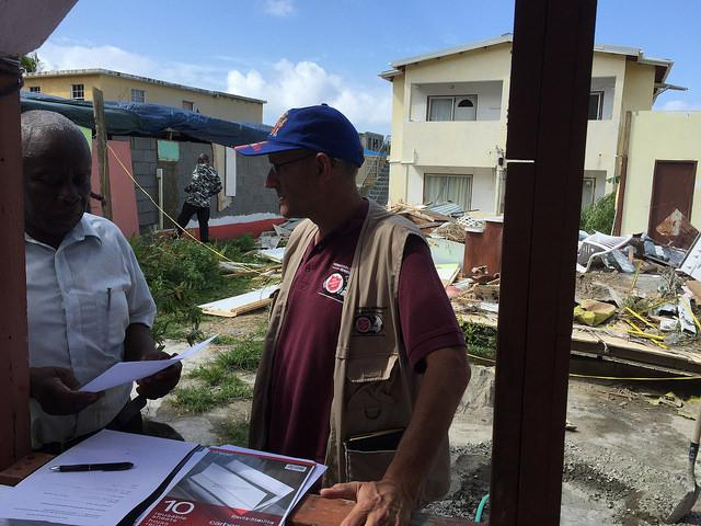 Der Wiederaufbau in Sint Maarten kommt voran. / La reconstruction se poursuit à Saint-Martin.