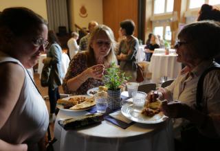 Als Dankeschön bot die Heilsarmee Flüchtlingshilfe den über 130 anwesenden Freiwilligen einen bunten Anlass mit künstlerischen Darbietungen und kulinarischen Highlights.