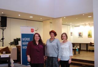 Die Mobile Wohnbegleitung der Heilsarmee, das sind (v. l.) Anja Bischeltsrieder, Ulrike Knecht (Leitung) und Verena Steinbauer.