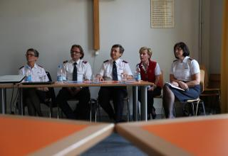 Les membres de la Direction (de g. à d.) : Major Marianne Meyner, Sergent Philippe Steiner, Commissaire Massimo Paone, Vivian Wiedeme et Commissaire Jane Paone.