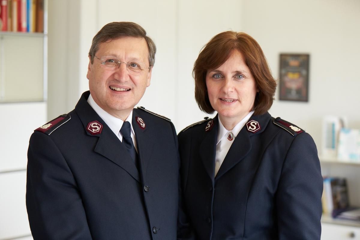 Kommissäre Massimo und Jane Paone, Landesleiter der Heilsarmee Schweiz, Österreich & Ungarn.