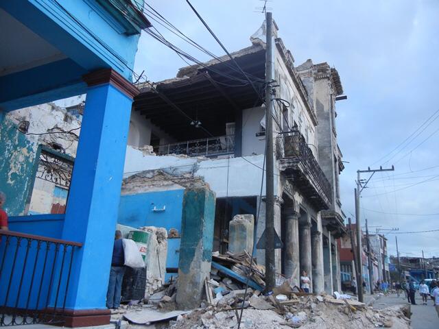 La tornade a endommagé ou détruit près de 1200 habitations.