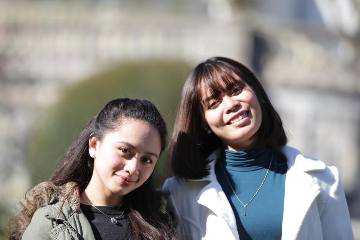 Sophia (à gauche) et Denise ont effectué un stage auprès de Développement international.
