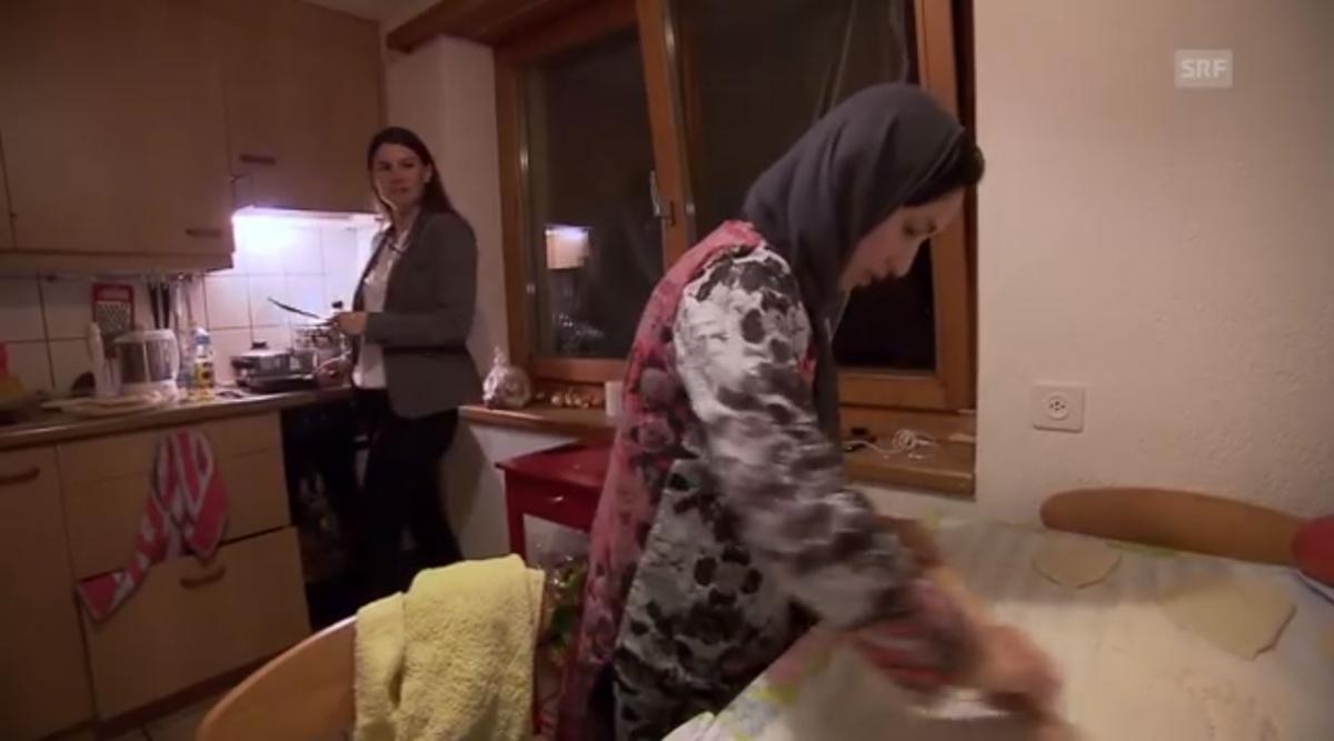 Nadja Pieren (links) lernt afghanisch kochen.