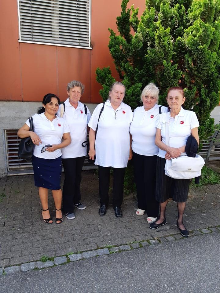 En juin, une délégation de salutistes hongrois ont fait le déplacement au Go Forward, le Congrès de consécration de l'Armée du Salut, pour fêter la nomination d'un officier hongrois.