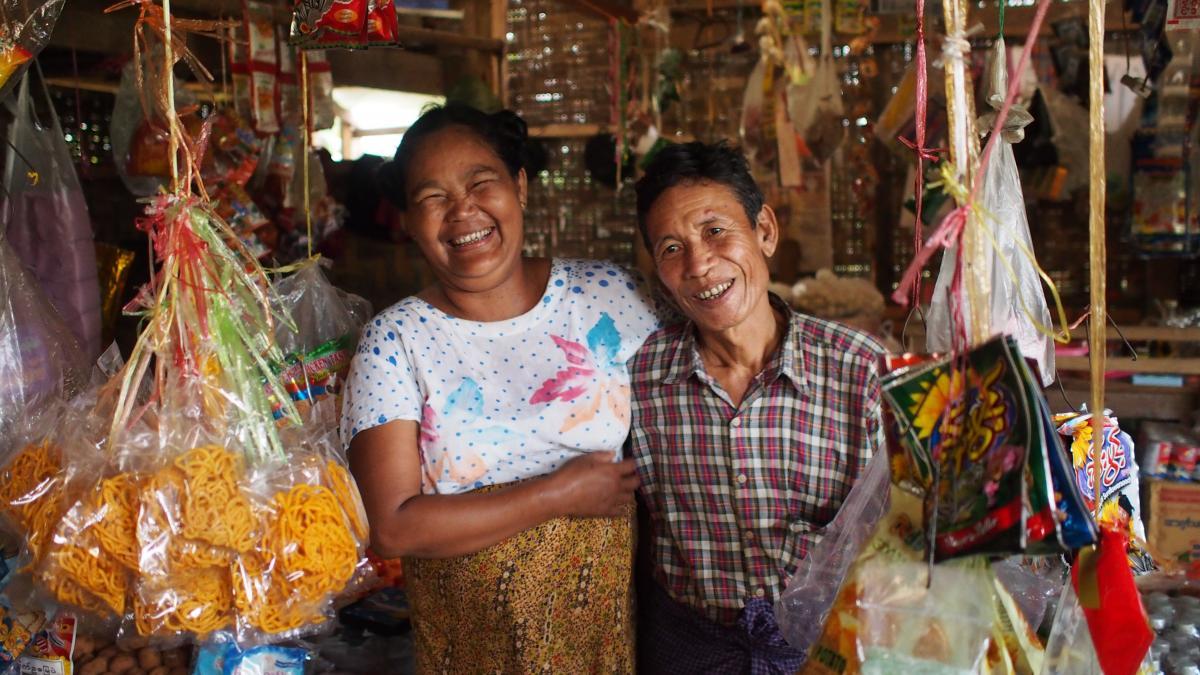 Daw Shwe Lone und ihr Mann haben dank dem Mikrokedit der Heilsarmee eine bessere Zukunft./ Grâce au microcrédit de l'Armée du Salut, Daw Shwe Lone et son mari auront un meilleur avenir.