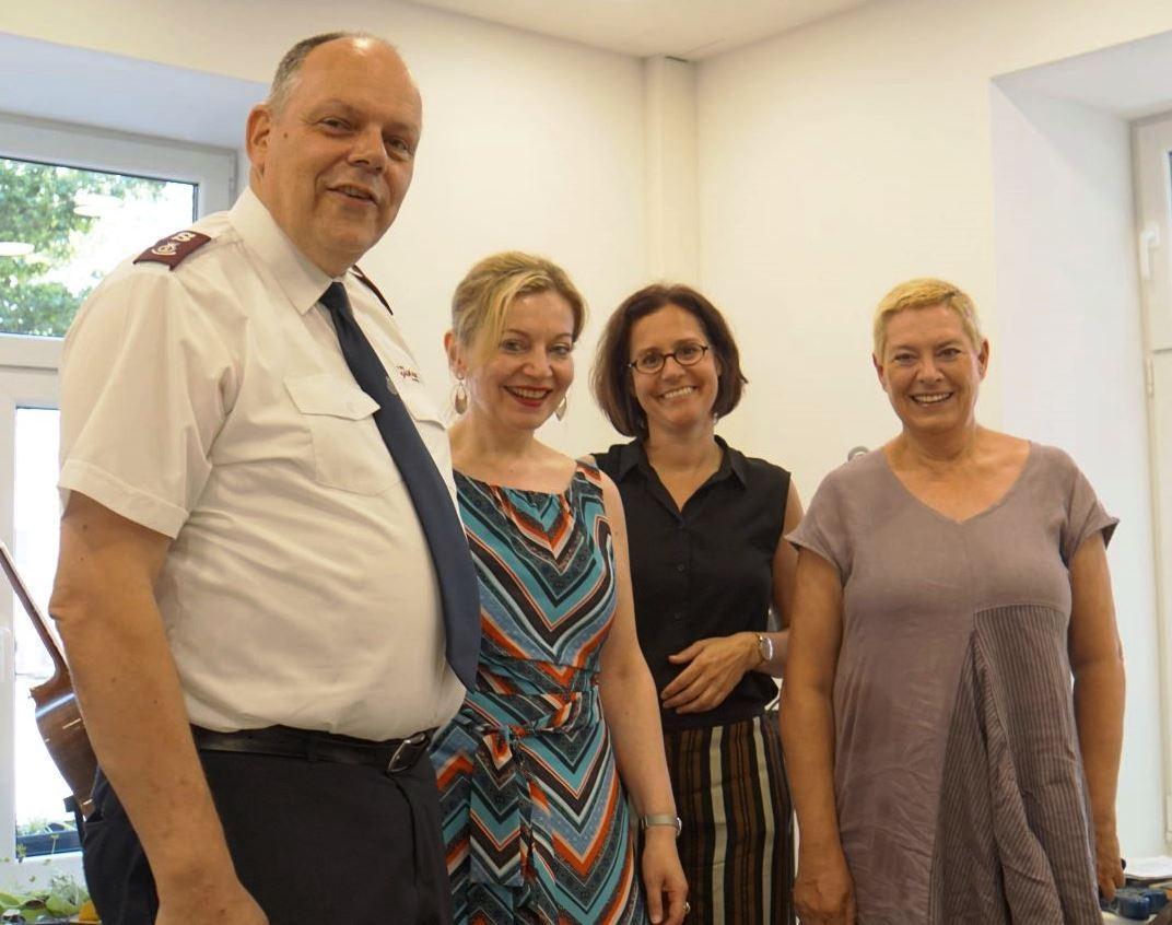 De g. à d. : Major Gerhard Wyss (responsable régional Armée du Salut en Autriche), Anita Bauer (directrice du Fonds social viennois), Dr pasteure Maria Katharina Moser (directrice diaconie) et Uschi Lichtenegger (directrice du district de Leopoldstad).