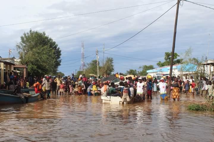 Die Heilsarmee in Mosambik verteilt Lebensmittel an die Opfer des Zyklons.