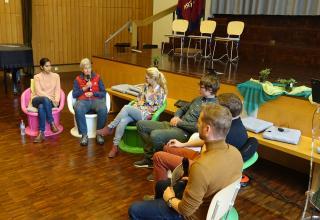 Die Teilnehmerinnen und Teilnehmer der Podiumsdiskussion berichteten über persönliche Erlebnisse während ihrer Einsätze.