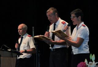 Les capitaines Pascal et Muriel Donzé chantent a cappella