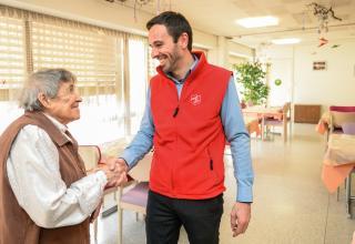 L'Armée du Salut place la relation humaine au centre de ses préoccupations, comme ici à l'établissement médico-social le Foyer, à Neuchâtel.