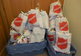 Im Dezember 2018 haben die Korps in Ungarn dank einer grösseren, zweckbestimmten Spende aus der Schweiz ca. 550 Lebensmittelpakete an bedürftige Familien und Personen abgegeben.